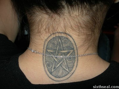 Her third tattoo is at the nape of her head and shows a cool tribal / Celtic