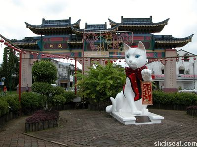 kuching cat statue new year