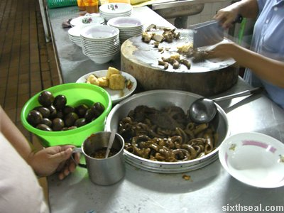 making kueh chap