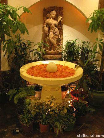 pool_statue.jpg