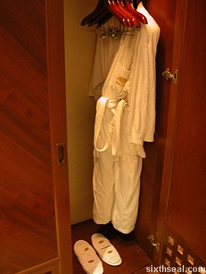 mo bathrobes
