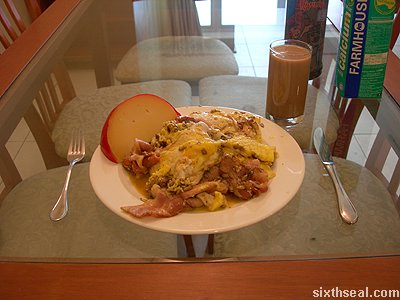 bacon omelet serve