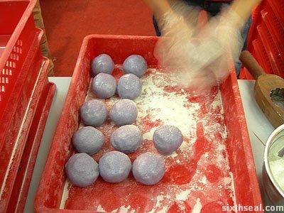 live mooncake balls