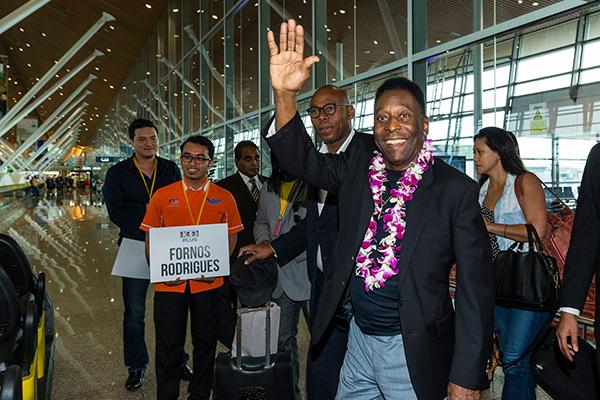 Pele Arriving In Malaysia