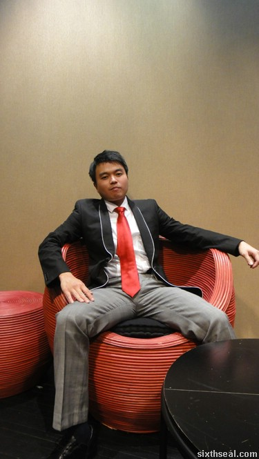 chuck bass pose