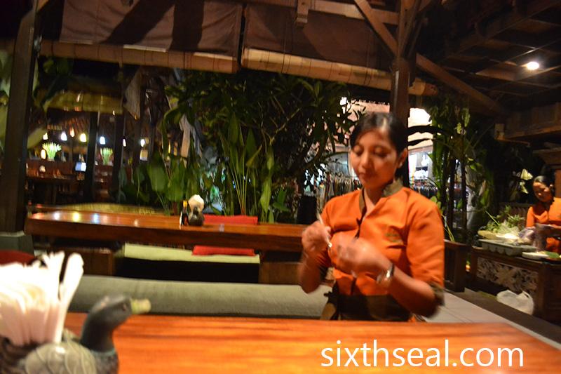 Bebek Bengil Waitresses