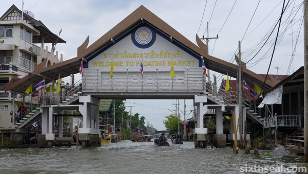 The Damnoen Saduak Floating Market Scam
