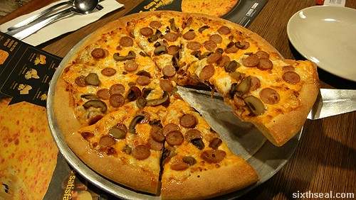 pizza hut extreme cheesy 6 pizza chicken