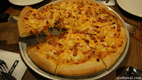 pizza hut extreme cheesy 6 pizza hawaiian