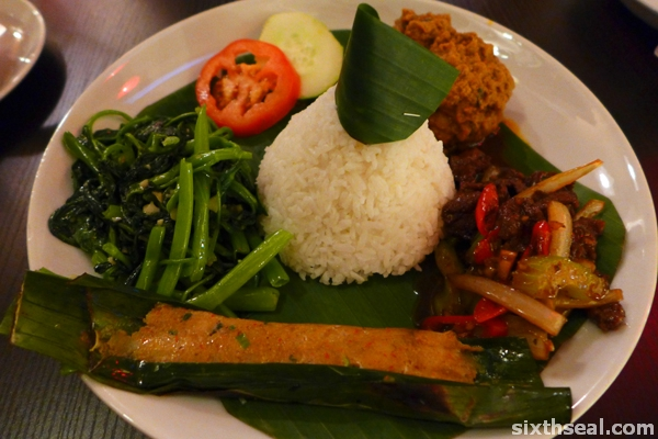 nasi tumpeng