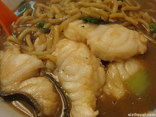 fish noodles macro