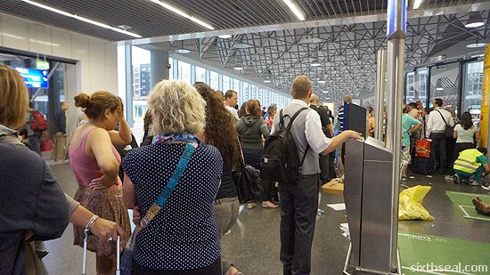 lufthansa delay queue
