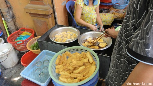 bun dau frying