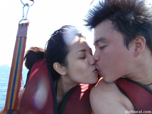 parasailing the kiss