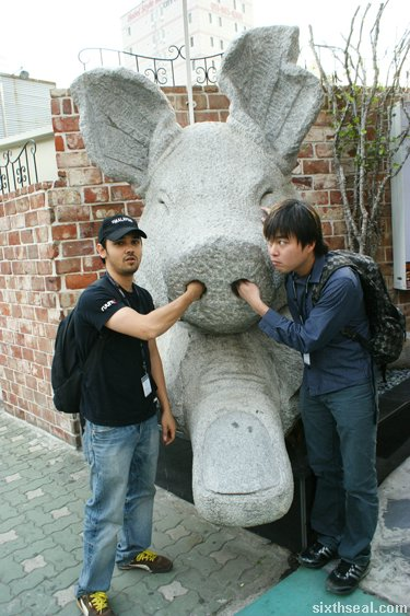 pig statue