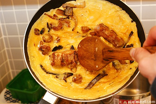 cooking pig tail omelet