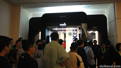 maxis iphone launch