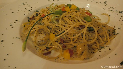 Spaghetti Scallop Olio with Poppy Seeds