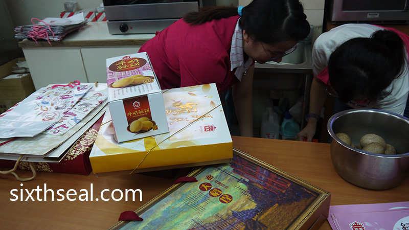 Packing Mooncakes
