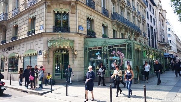 Ladurée Champs Élysées