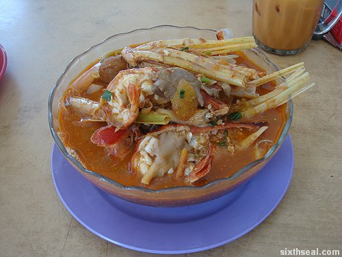 asam tom yam noodles