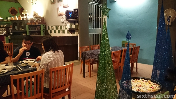 Payung Cafe Christmas