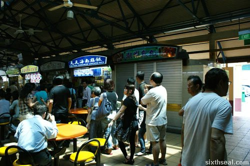 Tian Tian Hainanese Chicken Rice queue